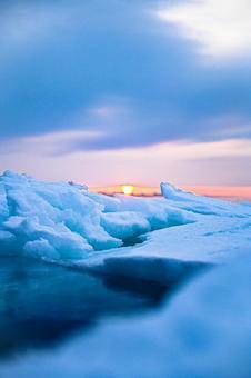 Drift ice and sunrise (1) Search word / Drift ice creator name / YUTO @ PHOTOGRAPHER