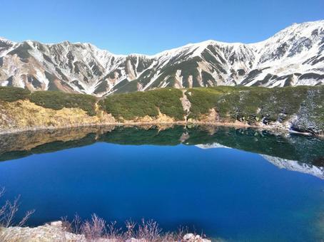다테야마 미쿠리가 연못의 풍경