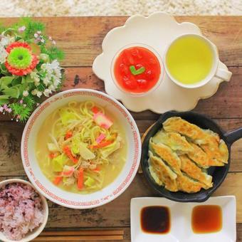 라면과 만두 밥