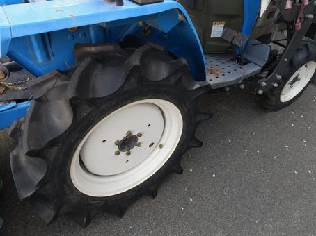트랙터 타이어