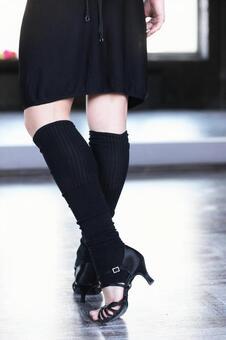 Female dancer's leg 6
