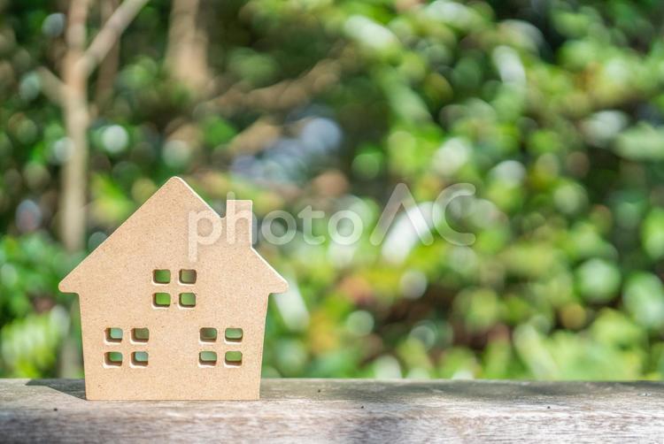 明るい家庭イメージ マイホーム 家の模型の写真