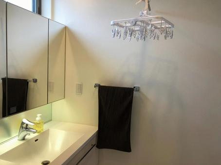 Washbasin and clothes hanger