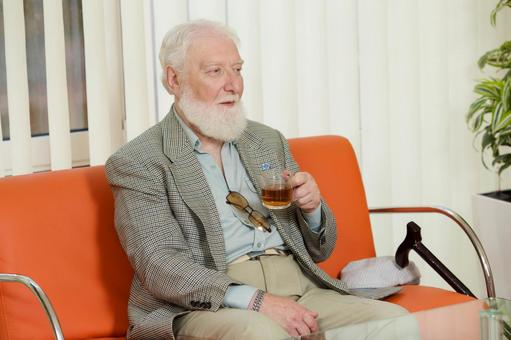 Foreign nursing old man who drinks tea 4
