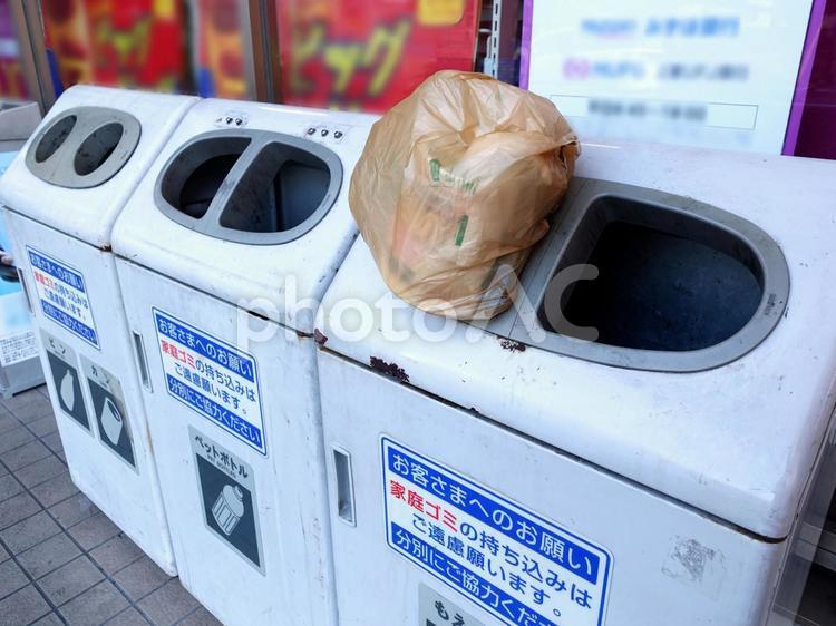 コンビニのゴミ箱 マナーの写真