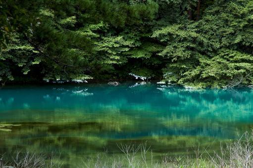 유리 색의 호수
