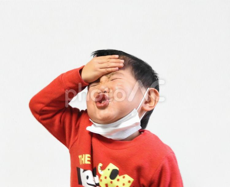 熱がある子どもの写真