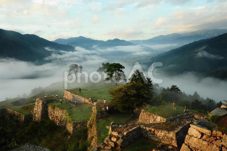 竹田城跡からの雲海の写真