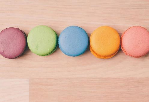 Side by side macaroons 1