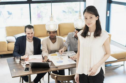 사업가와 국제적인 비즈니스 팀