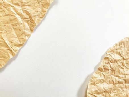 撕裂的皺巴巴的牛皮紙