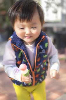 2歲兒童,配櫻桃花餃子