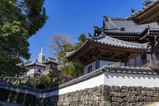 [Nagasaki Prefecture] Scenery where you can see the Hirado Xavier Memorial Church and the temple