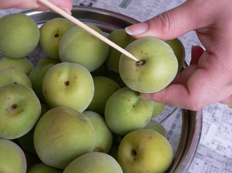 Making plum juice (making plum syrup) ①
