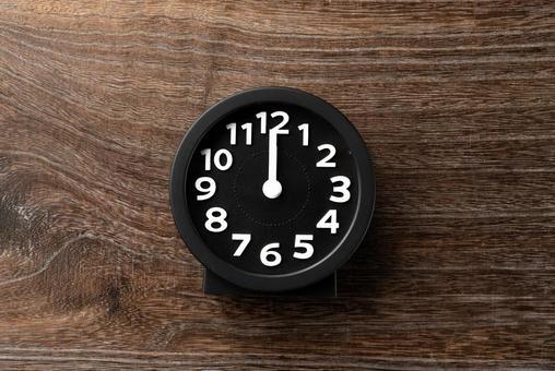 Clock 12 o'clock 24 o'clock