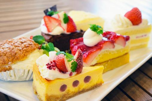 什錦蛋糕草莓脆餅