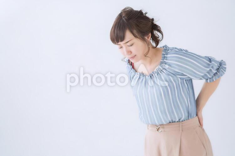腰痛の女性の写真