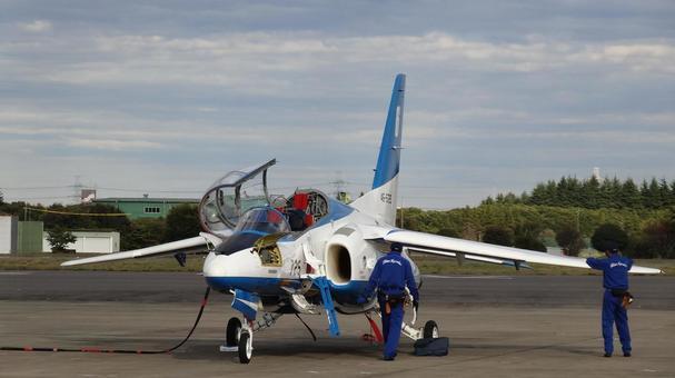 Maintenance of air show blue impulse