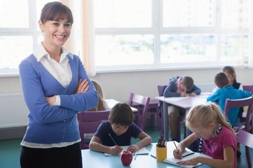 小学生和工艺美术11教师的时间
