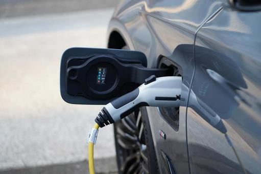 Electric vehicle / PHV and charging cable