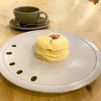 벚꽃의 밀 크레이프 케이크