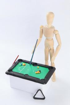 Drawing dolls playing billiards 6