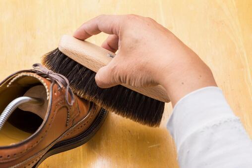 Shoe polishing image