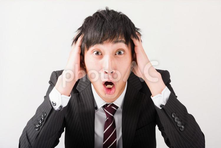 頭を抱えるビジネスマン16の写真