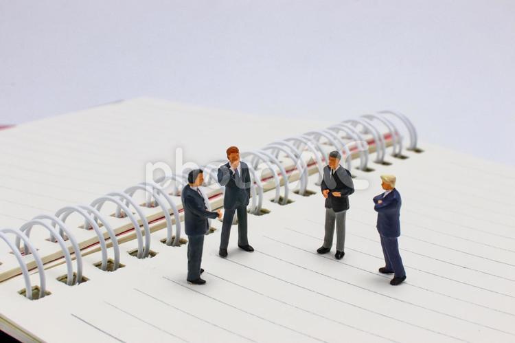 ミーティング ビジネスマン 会議の写真