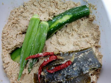여름 야채 쌀겨 절임 오이와 오크라