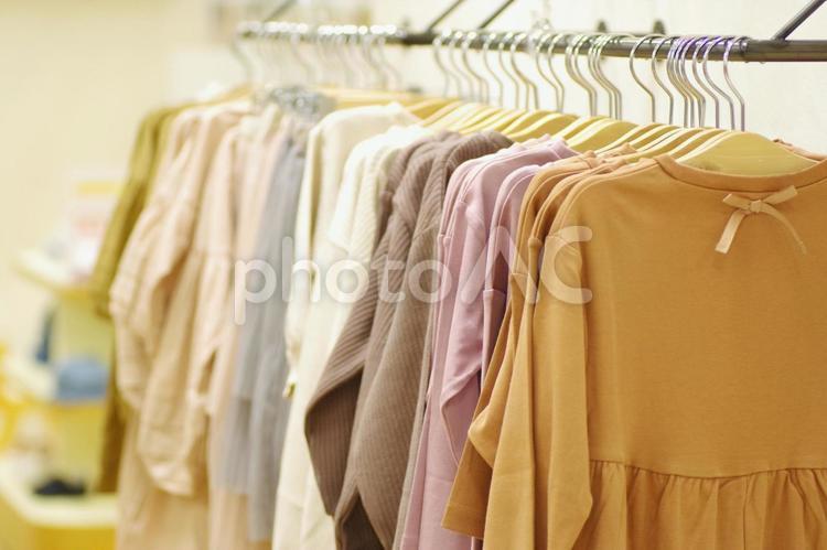洋服売り場 ビジネス 販売の写真