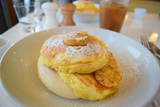 Pancakes at a fashionable cafe