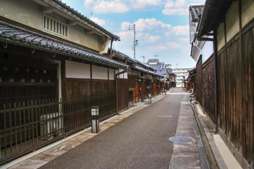 Narrow street in Tondabayashi Temple, Osaka Prefecture