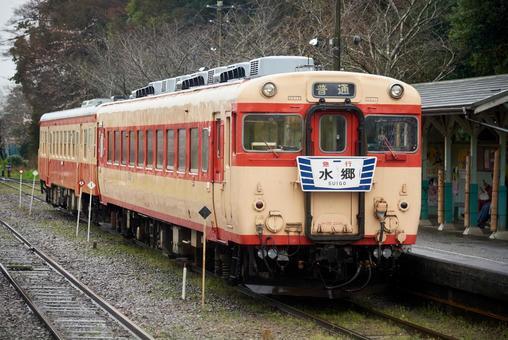 이스미 철도 키하 28 국철 급행 색