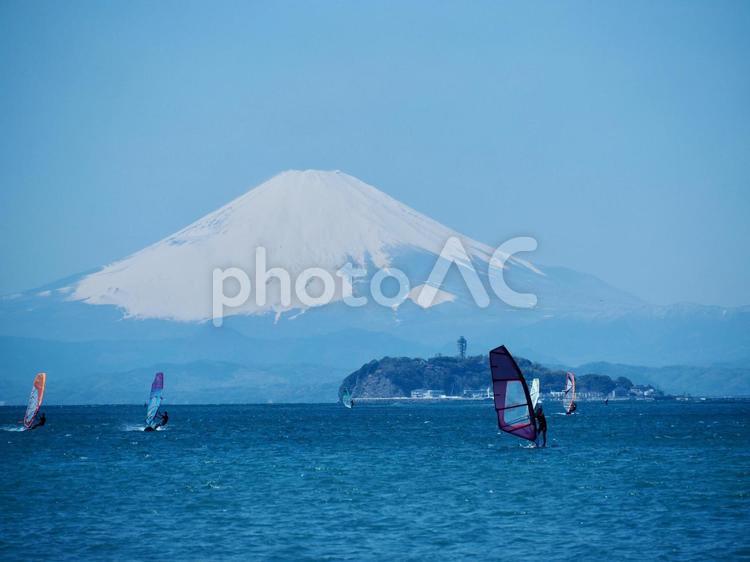 逗子海岸と富士山と江ノ島の写真