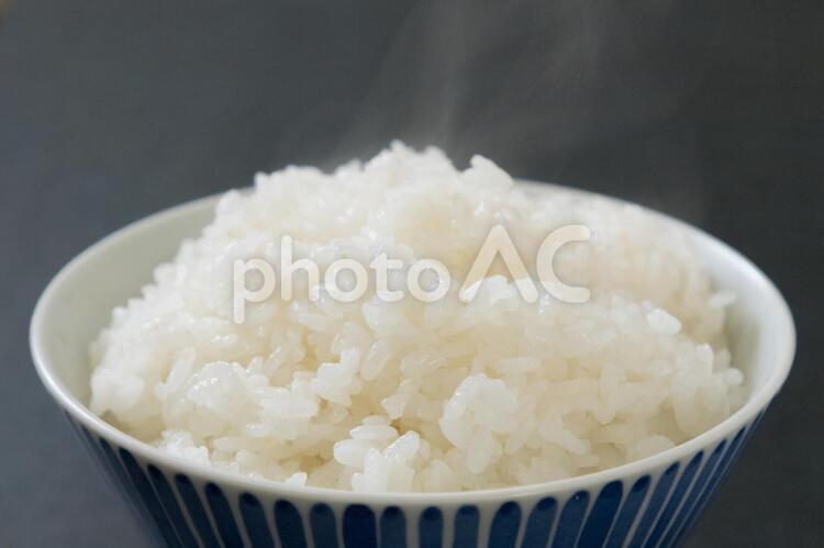 炊きたてご飯 ごはん 湯気 俯瞰 土鍋で炊いたごはんの写真