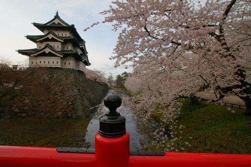 벚꽃과 히로사키 성