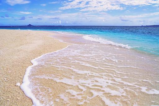 沖縄のきれいな海と空
