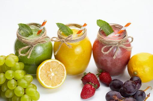 Fruit and three color smoothies 1