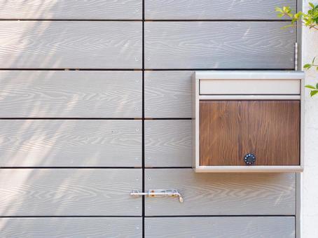 Stylish wood grain post