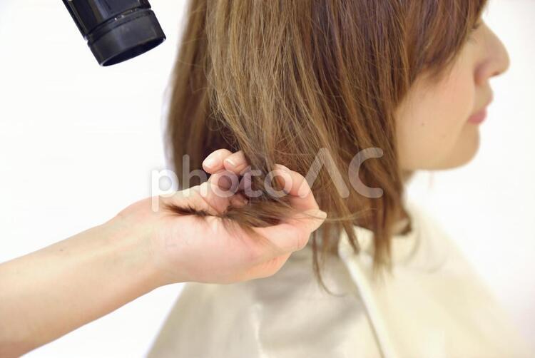 美容室 ブローする女性8の写真