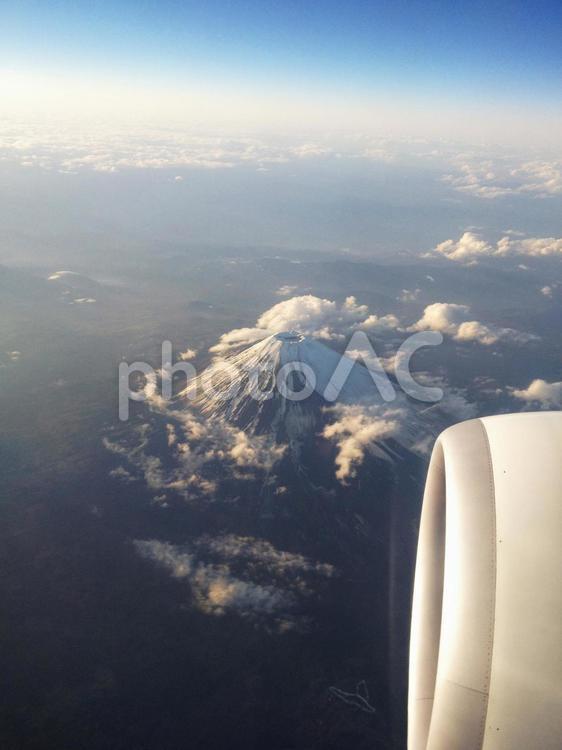 飛行機からの富士山の写真