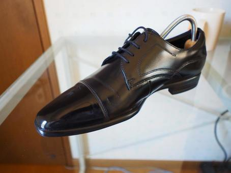 Leather shoes Shoe care Straight tip After waxing