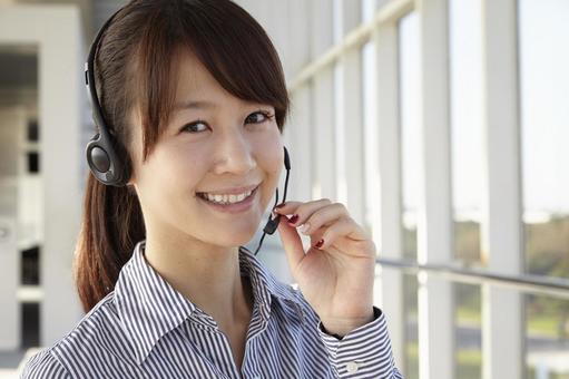 헤드셋을 한 일본인 OL26
