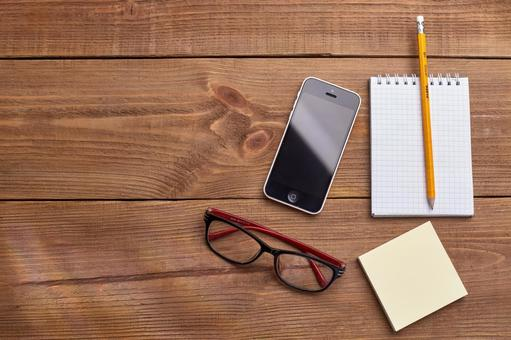 Glasses, smartphones and writing instruments 4