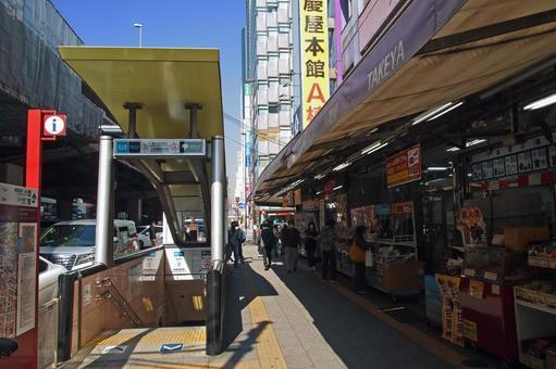 도쿄 메트로 나카 오카 치 마치 역 · 도영 지하철 우에노 오카 치마 치역