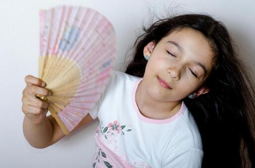 Girls with folding fan 2