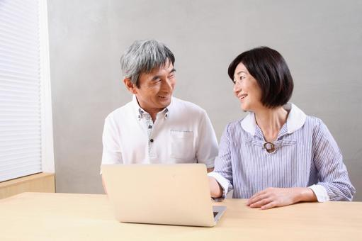 老年夫婦3對PC
