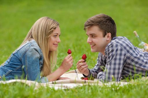 情侶3吃草莓說謊