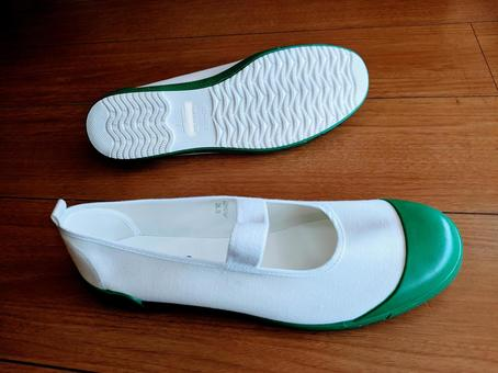 Junior high school shoes (one, sole)